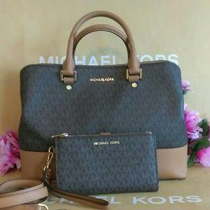 Michael Kors purse bag w/ wallet wristlet set